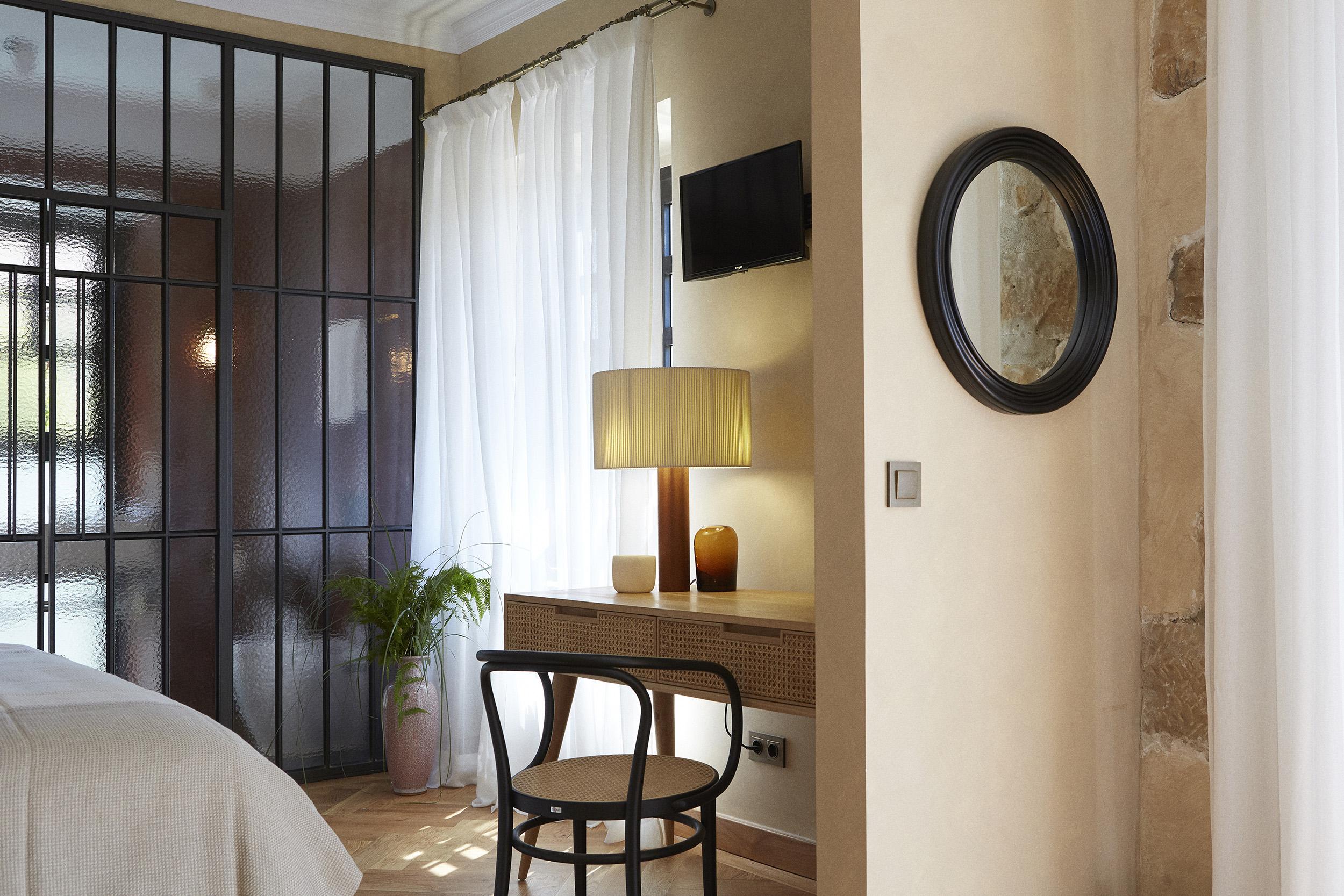 MENDI ARGIA – room02